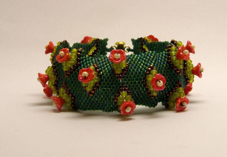 Glass Bracelets – Flower garden bracelet- red and green – a unique product by DarkEyedJewels on DaWanda