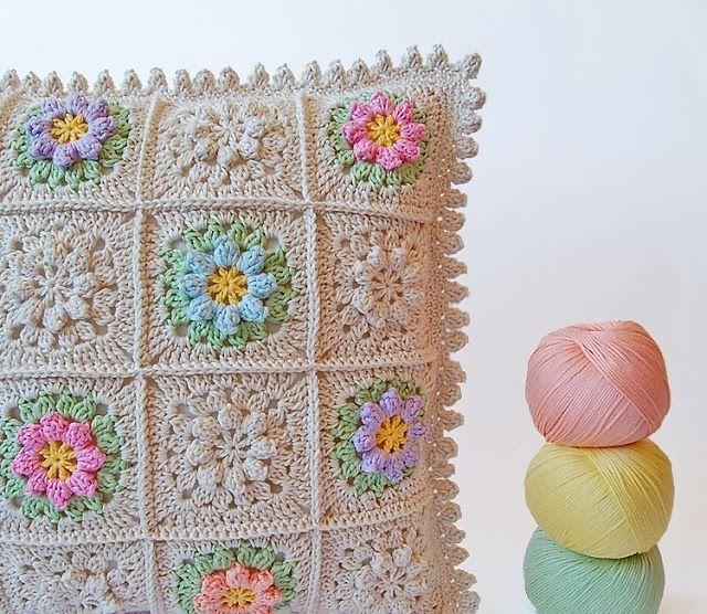 Dada's place: Primavera flowers crochet pillow <3
