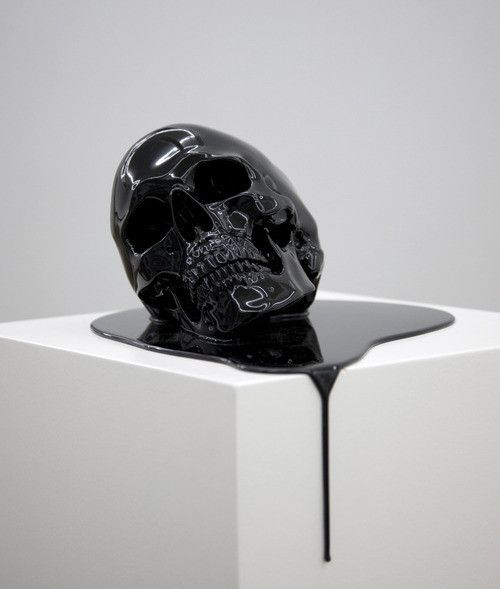 /// Creepy!! But intriguing Skull Art