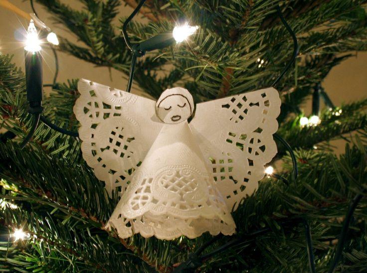 Deze engel is gemaakt van rond taartpapier. Je kunt 'm zo maken a.h.v. het papieren engel sjabloon