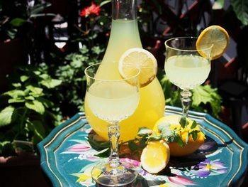 レモンのお酒「自家製リモンチェッロ」のレシピ。南イタリアの家庭の味の作り方♪