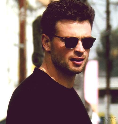 **thud!** Tom Welling Smallville