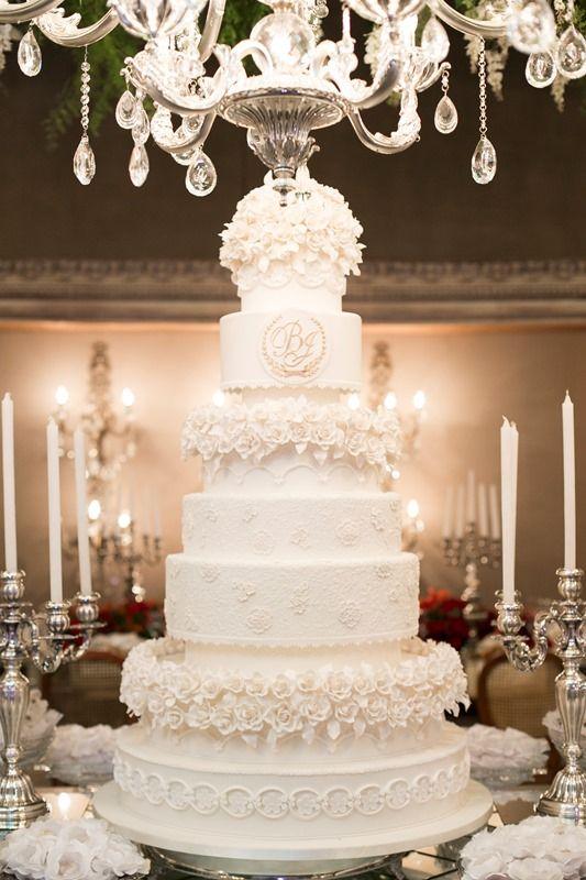 Casamento de luxo: bolo de casamento clássico
