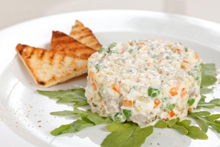 Ricetta insalata russa - La ricetta per preparare in casa l'insalata russa in versione tradizionale: un piatto gustoso da portare in tavola durante le festività natalizie.
