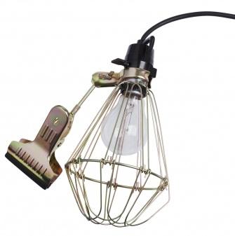 """Kan det bli mer genialt enn dette? Kjekk, fin og praktisk lampe, som man kan ha """"over alt""""! Me want!    Lampe med klemme. Designet av HAY. Max 80 watt. E 27. OBS! Lyspære følger ikke med.Ø:12,5 x H:25 cm."""