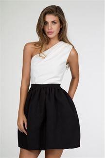 Vestido corto negro y blanco con escote asimétrico