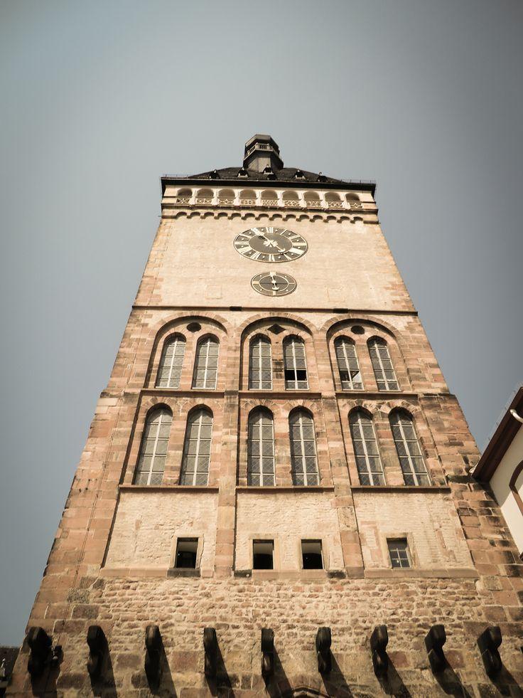 Altpörtel Speyer / Ehemaliges westliches Haupttor der Stadt begonnen im 13. Jahrhundert. Galeriegeschoss von 1514; Uhr von 1761