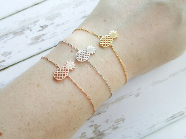 Sommerliches Ananas Armband erhältlich in Gold, Silber und Roségold/ cute pineapple bracelet available in gold, silver, rosegold, perfect accessory for summer made by  Milky-peach via DaWanda.com