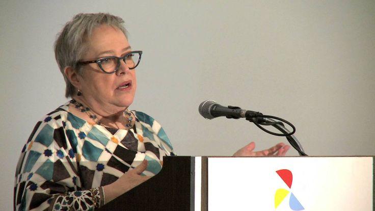Kathy Bates Tells Scie...