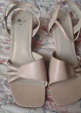 Kup mój przedmiot na #vintedpl http://www.vinted.pl/damskie-obuwie/sandaly/11340908-bezowe-sandaly-wesele-slub-uk-7