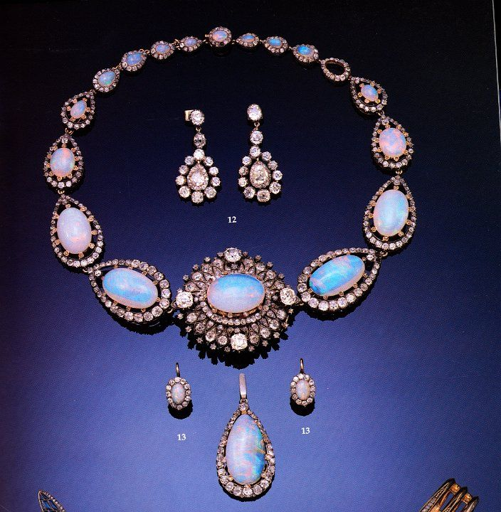 Royal Jewels of the World Message Board: Empress Eugenie´s opal necklace