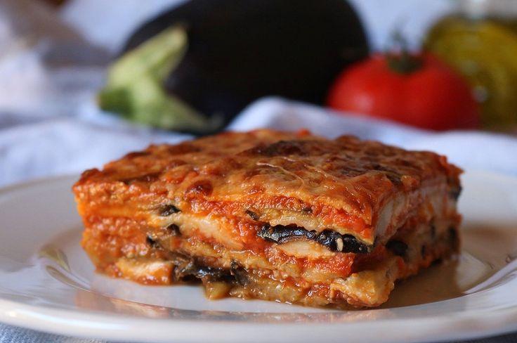 La parmigiana di melanzane è uno dei dei piatti più apprezzati della cucina mediterranea, sopratutto nei mesi estivi. Buona e saporita è una pietanza adatta a qualsiasi occasione sia essa una cena formale che la…