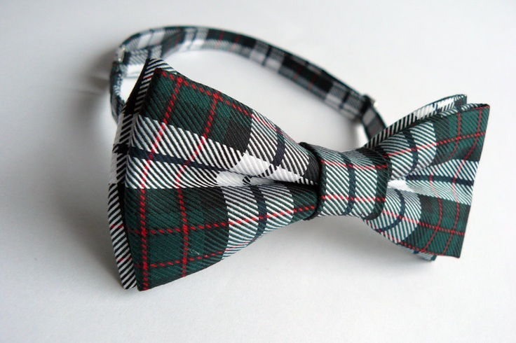 Tartan bow tie for men by Bartek Design. €18.50, via Etsy.