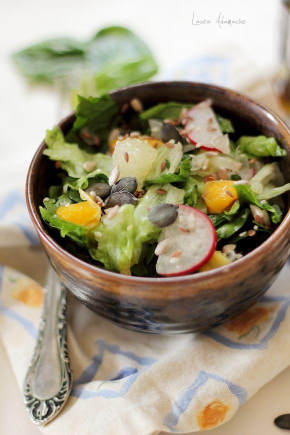 Salata de spanac si pomelo reteta. Reteta salata de spanac. Salata de primavara cu frunze tinere de spanac. Ingrediente si preparare salata de spanac.