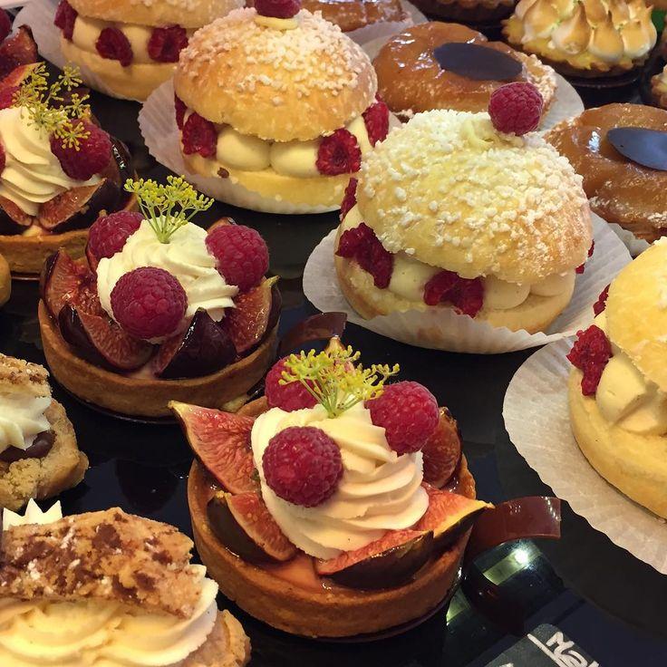 «#Burger façon #Tropezienne, vijgen & frambozen taart bij #Patisserie Mallard in #Avignon #ViaRhona #instafood #instatravel #pornfood #Frankrijk»