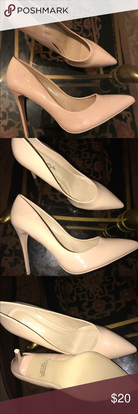 POINTY TOED HEELS Blush pink pointy toed heels. Size 11 Shoes Heels