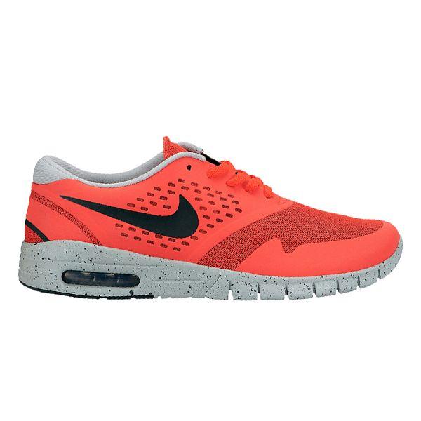 Sepatu Nike SB Eric Koston 2 Max 631047-600 memiliki outsole dengan belahan vertikal dan horizontal yang support terhadap langkah. Sepatu dengan harga Rp 1.299.000.