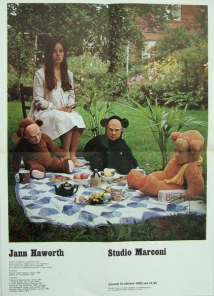 HAWORTH Jann (Hollywood 1942). Jann Haworth Milano Studio Marconi 1968 Manifesto a colori della mostra inaugurata il 10 ottobre 1968. Breve biografia dell'Artista Poster cm 60x40 Ottimo (Fine) [Studio Marconi, 2004]