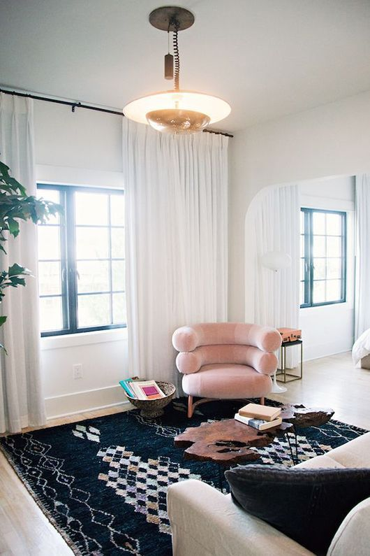60s inspired living room decor in the Pantone Color of the Year 2016 Rose Quartz