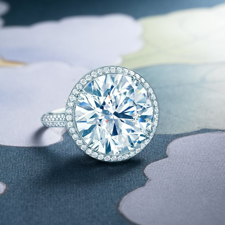 Ring in platinum with a center round brilliant diamond #Tiffany