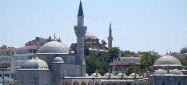 Mimar Sinan'ın önemli eserlerinden Üsküdar Şemsipaşa Camii'nin yanına yapılacak olan yol tartışma yarattı. İşte asıl adı Kuşkonmaz camiin hikayesi...