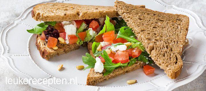 toast met tomaat en geitenkaas