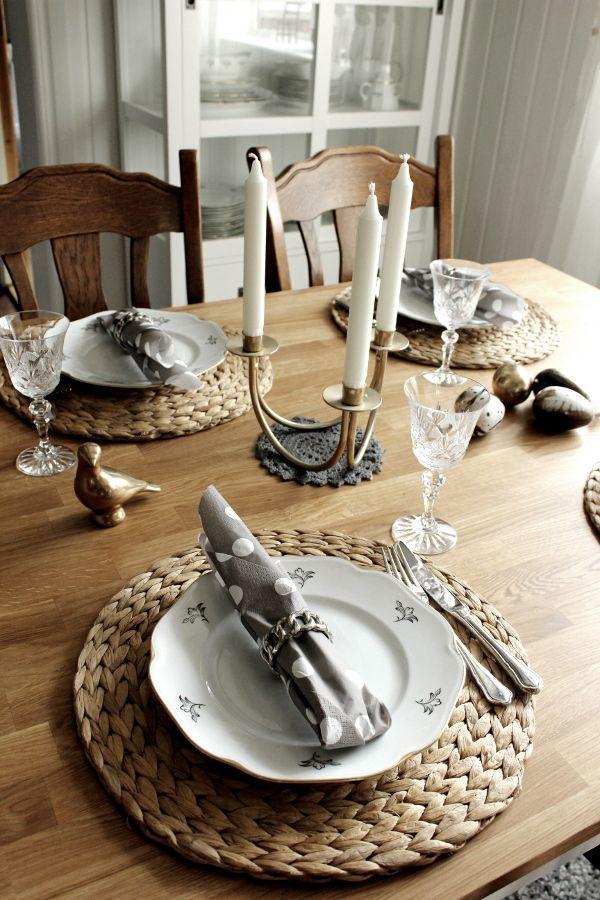 p skdukning 2013 dukning i vitt och guld dukning i vitt. Black Bedroom Furniture Sets. Home Design Ideas