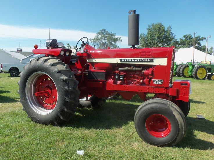 Ih 856 Tractor : Hp international competition was the john deere