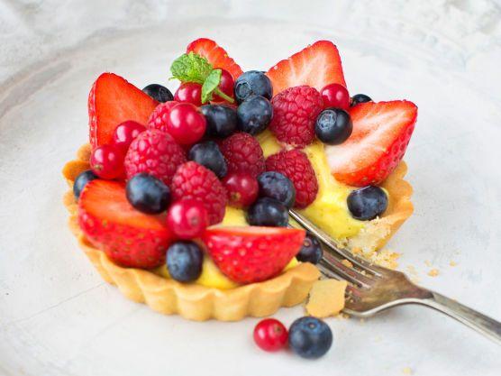 Nydelig, sommerlig dessert som imponerer. 6 porsjonsterter, eller 1 stor, ca. 24 cm i diameter.