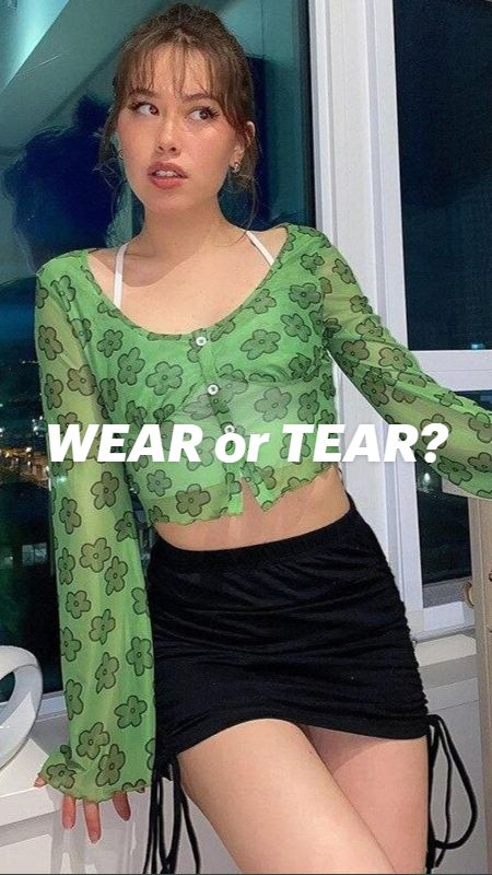 Skirt Fashion, Fashion Show, Fashion Dresses, 90s Outfit, Porno, Floral Crop Tops, Girl Model, Online Shopping Clothes, Indian Outfits