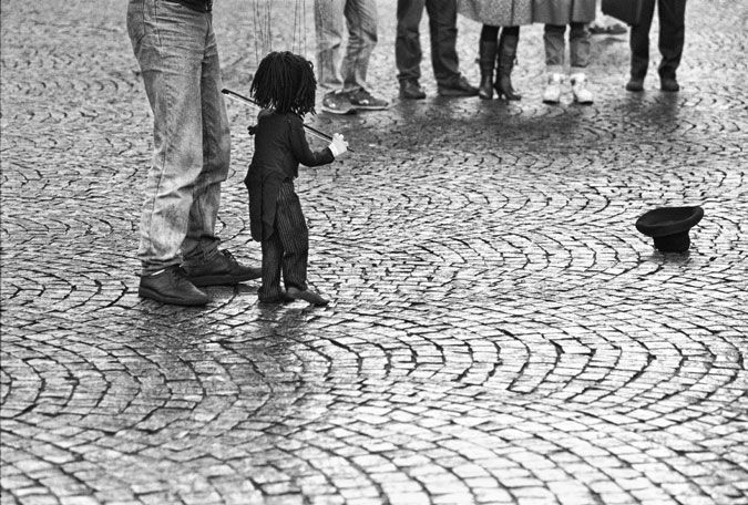 Amsterdam - de Dam - marionetten op straat | Amsterdam - Dam Square - puppets on street  | 04-02-1989