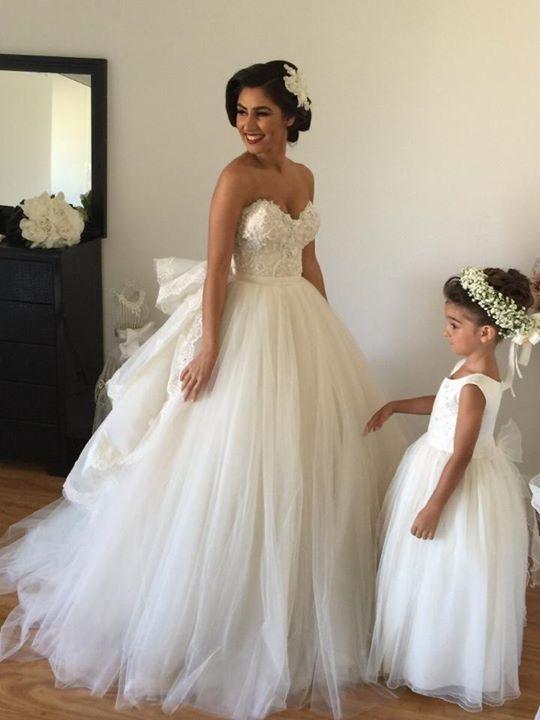 Купить товар2015 A Line свадебные платья со съемной поезд милая бисером кружево пушистый спинки платья принцесса бальное платье свадебные платья в категории Свадебные платьяна AliExpress.                              Это Наше производство группы