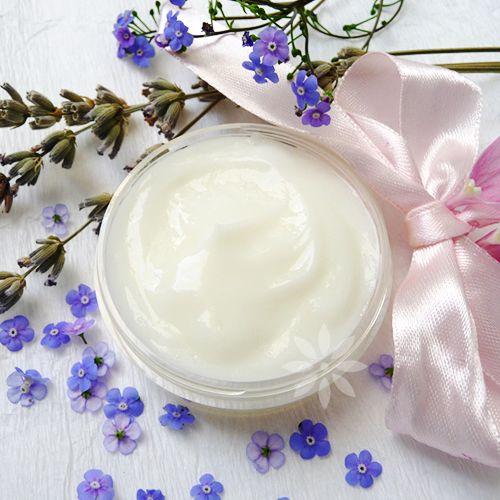 Cremă de mâini – îngrijire zilnică - O cremă uşoară, non-grasă, glisantă, plăcută la aplicare. Crema se foloseşte zilnic, pe mâinile curate, aplicată o dată sau de mai multe ori după nevoi. Crema asigură hidratarea şi catifelarea mâinilor, susţine bariera de protecţie naturală a pielii, se absoarbe repede şi nu lasă la suprafaţă o peliculă grasă ori lipicioasă. Mâinile vor fi plăcut parfumate. - http://www.elemental.eu/blog/crema-de-maini-ingrijire-zilnica.html