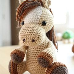 Lucky the horse amigurumi crochet pattern by Little Muggles