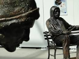 Google Image Result for http://shadowshark29.files.wordpress.com/2010/09/homeless_sculptures_19.jpg
