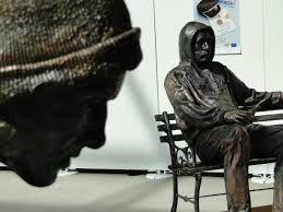 Google Image Result for http://shadowshark29.files.wordpress.com/2010/09/homeless_sculptures_19.jpg