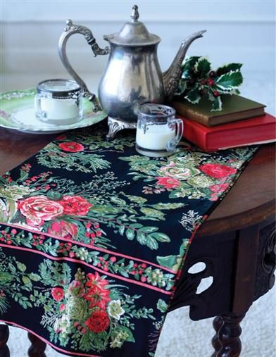 APRIL CORNELL WINTER'S BOUQUET TABLE RUNNER