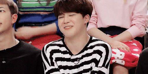 NamJoon observó como su novio ''regañaba'' a Jimin, su labial y su suéter rosa tampoco le ayudaban, pero el chico hacia su esfuerzo