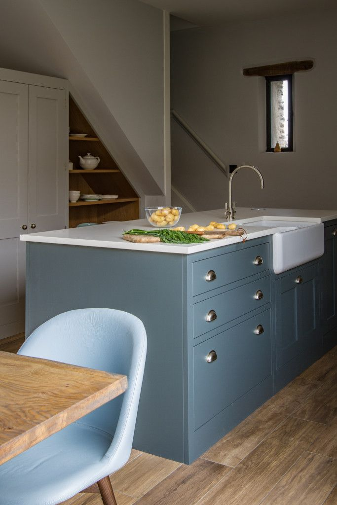 Nestled in the countryside between Bristol and Bath, this classic Shaker kitchen is perfectly at home in this stunning barn conversion. The painted oak cabinetry is teamed beautifully with the chunky original features of the barn, and the rustic nature of the surrounding furniture. Built to perfectly fit the gradient of the staircase above, the under-stairs …