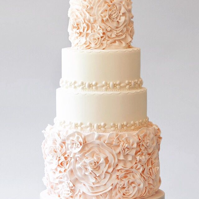 In love with this blush cake. So romantique... Image source Trendybride.net #partycake #partyideas #partytable #partyplanner #partystyling #partyplanning #partyinspiration #cake #cakeideas #cakedesign #wedding #weddingcake #diyparty #diywedding #weddingphotography #beautiful #thepartyatelier #inspiration #dessert #delicious #sweet #blush