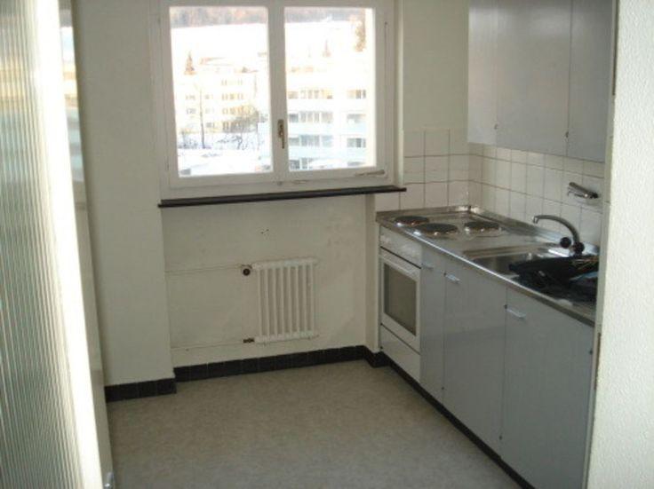 Wir vermieten eine günstige 4-Zimmerwohnung im 2. OG.  ruhiges Wohnquartier sonniger Balkon Wohnzimmer mit Parkettboden Schlaf-/Kinderzimmer mit PVC-Boden Estrich und Kellerabteil