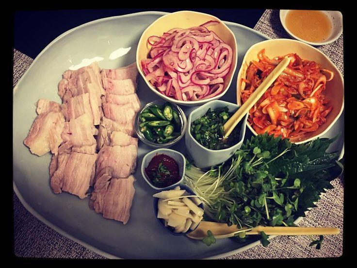 少し前に作った韓国料理風のポッサム彼との週末旅行の帰り道の道の駅で買った食材で思いつきで作ってみました() 千葉で有名な何とか林ポークに激辛青唐辛子なかなか満足の出来上がりでした #ポッサム #koreanfood  #韓国料理 #家でマッコリ飲み放題 #マッコリ
