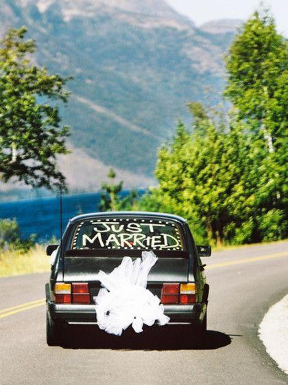 Es gibt sie auf jeder Hochzeit: die Hochzeitsspiele. Daher haben wir für euch, die besten 20 Hochzeitsspiele mit Guter-Laune-Garantie zusammengestellt.