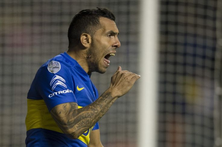 """Argentina's Boca Juniors forward Carlos Tevez reacts during the Libertadores Cup quarterfinals second leg football match against Uruguay's Nacional at the """"Bombonera"""" stadium in Buenos Aires, on May 19, 2016. / AFP / EITAN ABRAMOVICH"""