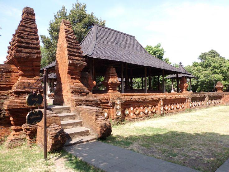 Tempat Raja atau sultan untuk menyaksikan kegiatan acara yang berada di alun-alun