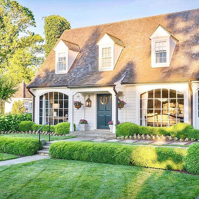 Happy Humpday Everyone Missyatperch Has A Guest House So Beautifulhellip House Exterior New England Homes Colonial Style Homes
