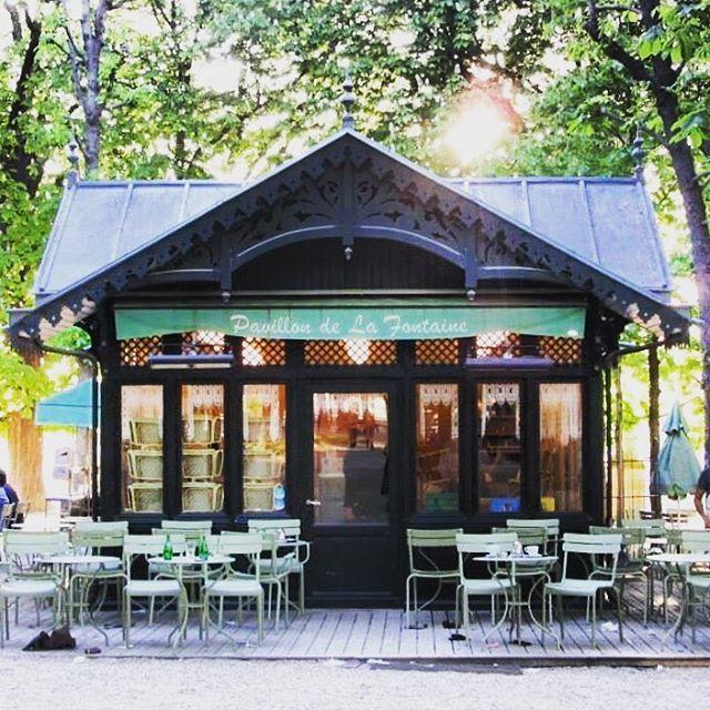 🇫🇷Pavillon de la Fontaine tucked away in the #jardinduluxemburg So excited to see this cute #cafe amongst the gardens in Paris 😍 #april #spring #pavillondelafontaine #paris #saintgermain #saintgermaindesprès #france #garden #jardin #restaurant #restaurantparis #cafeparis #amongstthetrees #picturesque #melbournelifelovetravel @jardin_du_luxembourg