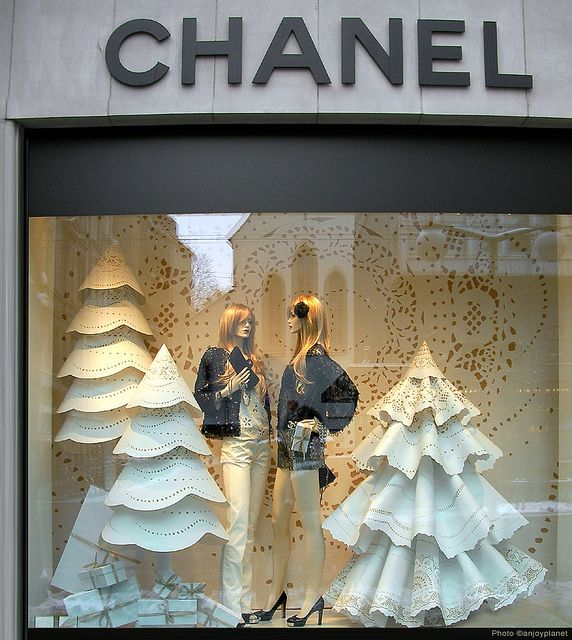 Window CHANEL Courchevel at Christmas