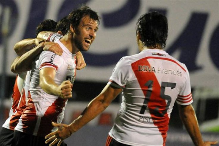 @River Fernando Cavenaghi y Leonardo Pisculichi celebran un gol #9ine