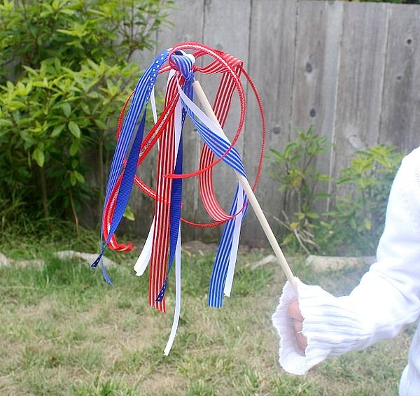 4th of July Craft: Patriotic Wands (Craft for Kids) | Buggy and BuddyBuggy and Buddy